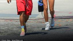 Para wartawan pun langsung menanyakan apa yang terjadi sehingga membuat Justin dan Hailey terlihat bermuram durja. (instagram/justinbiebertrackerrr)