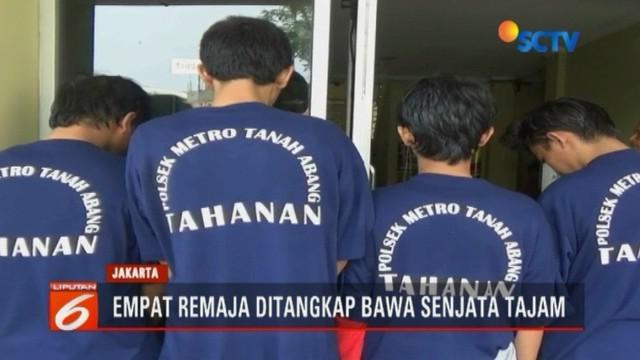 Sementara itu, Polres Jakarta Timur akhirnya menangkap lima tersangka penyiram air keras ke salah satu warga di Jalan Oto Iskandar Dinata Minggu malam.