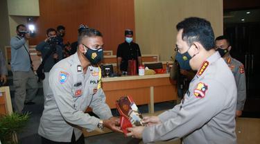 Polisi Bali Buat Perpustakaan dari Sampah