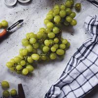 Perawatan wajah dengan anggur. (unsplash.com/Andra Ion).