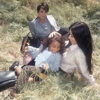 Namun Kim mengatakan bahwa North kini mulai mengerti bahwa ia harus berbagi cinta kedua orangtuanya. (instagram/kimkardashian)