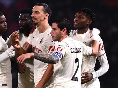 AC Milan berhasil menang 4-2 atas tuan rumah Bologna dalam laga pekan ke-9 Liga Italia 2021/2022, Sabtu (23/10/2021). Banyak drama terjadi, diantaranya dua kartu merah dan gol bunuh diri Ibra. Dengan koleksi 25 poin, Rossoneri sementara memimpin di puncak klasemen. (AFP/Marco Bertorello)