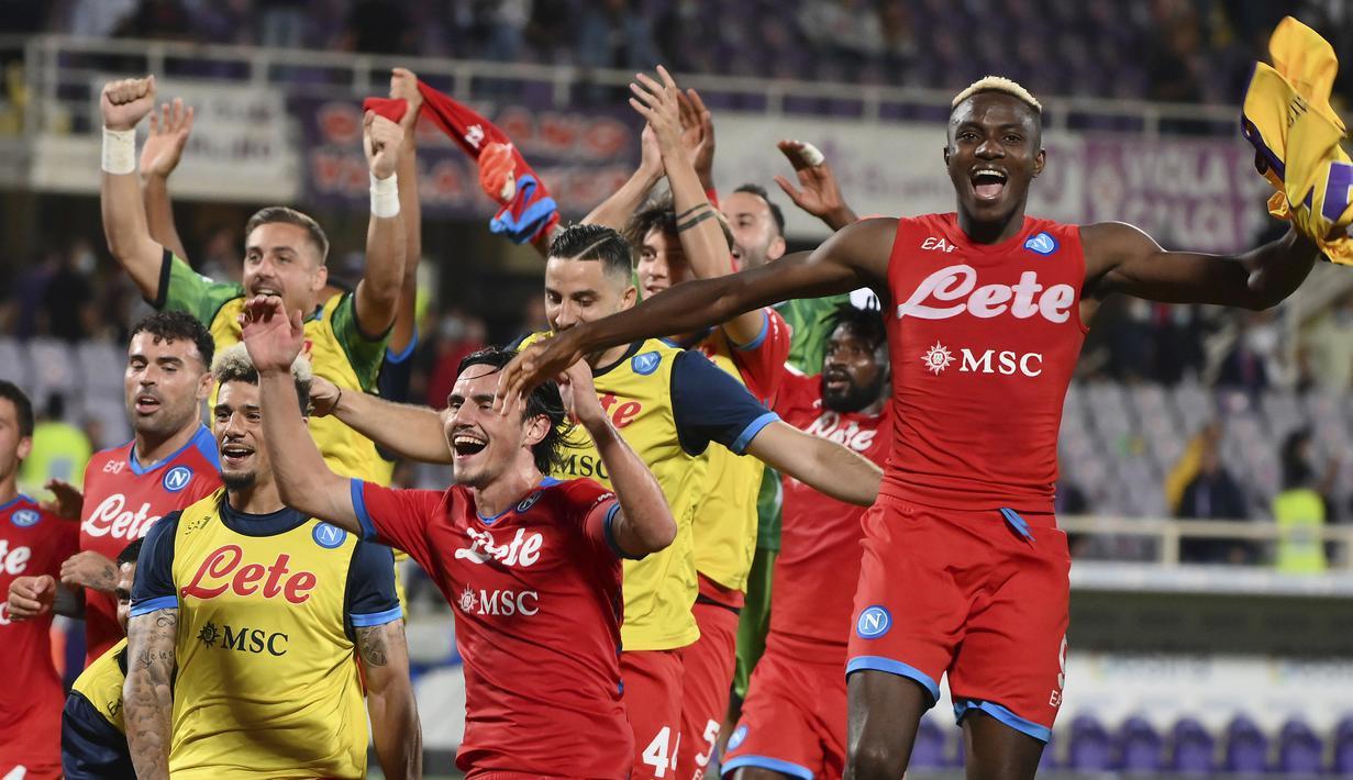 Pekan ketujuh Liga Italia diwarnai dengan keberhasilan tim-tim di 4 besar mendulang tiga poin. Napoli, AC Milan, Inter Milan dan AS Roma masing-masing sukses mengalahkan lawan-lawannya. Napoli masih kokoh memimpin klasemen sementara dengan raihan 21 poin. (LaPresse via AP/Alfredo Falcone)