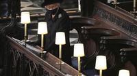 Ratu Elizabeth II dalam pemakaman Pangeran Philip. (Yui Mok/Pool via AP)