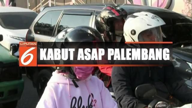 Warga Palembang hari ini kembali mengeluhkan asap, setelah tiga hari kondisi udara Palembang berangsur segar.