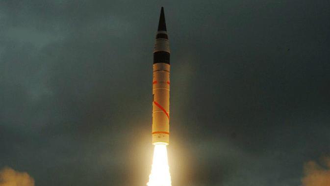 Rudal berkemampuan nuklir milik India, Agni V (Reuters)