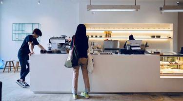 Desain Kafe Kekinian Serba Putih di Bandung Ala Atelier Ara
