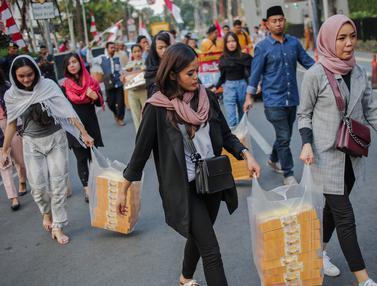Relawan Cinta NKRI Bagikan Takjil untuk TNI - Polri