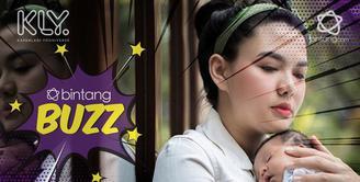 Belum sebulan melahirkan, Vicky Shu sudah melakukan newborn photoshoot untuk sang anak, Abimanyu Manggala