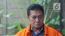 Hakim PN Jakarta Selatan Irwan saat akan menjalani pemeriksaan KPK di Gedung KPK, Jakarta, Selasa(22/1). Irwan diperiksa sebagai tersangka terkait dugaan menerima suap penanganan perkara perdata di PN Jakarta Selatan. (Merdeka.com/Dwi Narwoko)