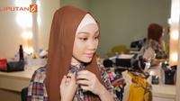Tutorial hijab untuk jalan-jalan (Dok.Liputan6.com/Vidio.com)