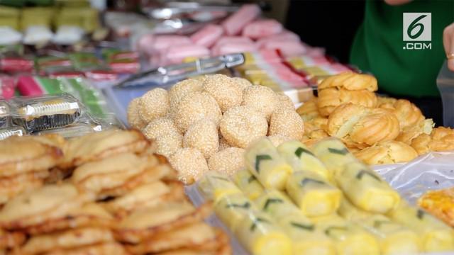 Berbagai hidangan untuk berbuka puasa atau takjil ramai ditemukan di Pasar Benhil.