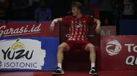 Anders Antonsen usai dikalahkan Chou Tien Chen di final tunggal putera Indonesia Open 2019 melalui pertarungan ketat 3 gim dengan skor 21-18 24-26 21-15 di Istora Senayan, Jakarta, Minggu (21/7/2019). (Bola.com/Vitalis Yogi Trisna)