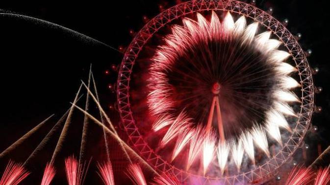 Kembang api malam tahun baru 2019 di London, Inggris (AFP PHOTO)