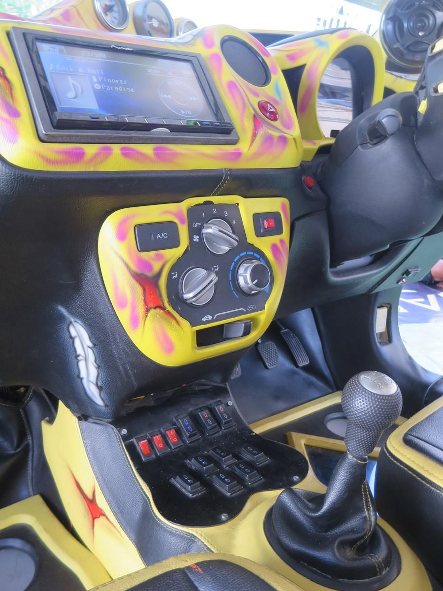 Interior Brio 8 roda.(Blackxperience,com)