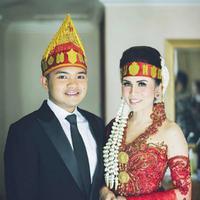 Momo Geisha mengusung adat Batak dalam resepsi pernikahannya yang ketiga. (Instagram/therealmomogeisha)