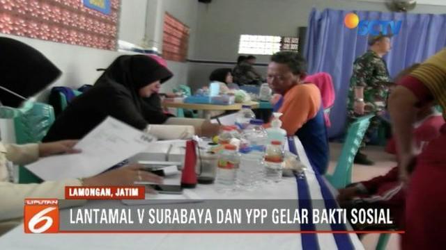Lantamal V Surabaya dan YPP Emtek Grup gelar bakti sosial untuk warga pesisir utara Lamongan yang kurang mampu.