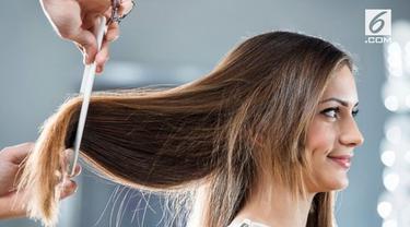 Ketika mengalami patah hati, banyak perempuan yang memutuskan untuk memotong rambut. Tapi, apakah hal tersebut benar berpengaruh besar?