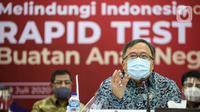 Menteri Riset Teknologi dan Pendidikan Bambang Brodjonegoro memberikan keterangan saat mengikuti Rapid Tes menggunakan alat produksi dalam negeri di Kantor Kemenko PMK, Jakarta, Kamis (9/7/2020). (Liputan6.com/Faizal Fanani)