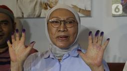 Ratna Sarumpaet memberi keterangan di kediamannya usai dinyatakan bebas dari hukuman pidana kasus penyebaran berita bohong atau hoaks, Jakarta, Kamis (26/12/2019). Dari total hukuman dua tahun, Ratna hanya mendekam di penjara selama 15 bulan. (Liputan6.com/Herman Zakharia)