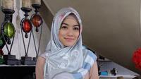 Potret Titi Kamal kenakan hijab. (Sumber: Instagram/titi_kamall)