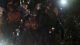 Pemudik sepeda motor memadati Jalur Kalimalang, Bekasi, Jawa Barat, Rabu (13/6) pagi. Kendaraan pemudik yang didominasi roda dua saling berhimpitan di tengah barang bawaan masing-masing. (Merdeka.com/Iqbal S. Nugroho)
