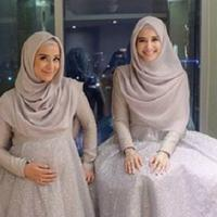 Selain cantik, kakak beradik Sungkar ini selalu mencuri hati dengan penampilan hijab yang fashionable. (Sumber foto: shireensungkar, zaskiasungkar15/instagram)