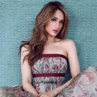 Cinta Laura, selain sukses berkarier sebagai aktris dan penyanyi ia juga berparas cantik nan rupawan. Terbukti belum lama ini Cinta merupakan salah satu artis Indonesia yang masuk dalam nominasi perempuan 2020 versi TC Candler. (Instagram/Claurakiehl)