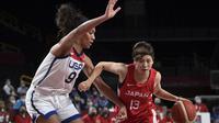 Aksi pemain Jepang saat menghadapi Amerika Serikat di final bola basket putri Olimpiade Tokyo 2020 (AFP)
