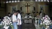 Duka menyelimuti keluarga korban tewas ambruknya hotel di Cianjur. Sementara itu seorang pria diduga stres melukai 10 penumpang kapal motor.