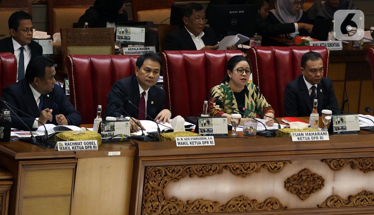 Ketua DPR Puan Maharani (ketiga kiri) memimpin Sidang Paripurna ke-3 Masa Persidangan I Tahun Sidang 2019-2020, di Kompleks Parlemen, Senayan, Jakarta, Selasa (22/10/2019). Sidang membahas surat Presiden terkait pemberhentian Kapolri Jenderal Pol Tito Karnavian. (Liputan6.com/Johan Tallo)