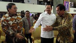Ketua DPR Bambang Soesatyo, Wakil Ketua DPR Fadli Zon bertemu dengan Dirjen Pajak Robert Pakpahan (keempat kanan) saat melaporkan SPT Tahunan Pribadi kepada Direktorat Jenderal Pajak, Jakarta, Kamis (8/3). (Liputan6.com/Johan Tallo)