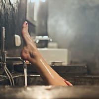Manfaat menyikat kulit sebelum mandi bagi kecantikan (Foto: unsplash.com/ bruce mars)