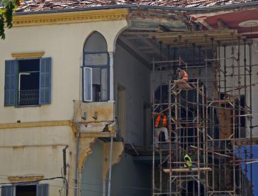 FOTO: Usai Ledakan Beirut, Bangunan Rusak Berangsur Diperbaiki