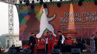 Sandiaga Uno saat menghadiri acara Festival Pencak Silat Tradisional Betawi Ke-VIII Lapangan Monas Jakarta Pusat, Minggu (22/7/2018). (Liputan6.com/Sandiaga Uno)