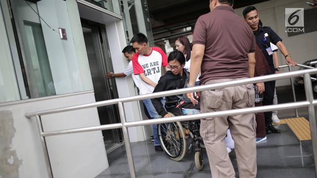 Penyandang Disabilitas Jajal LRT