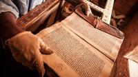 Naskah-naskah Islam kuno ini mulai rusak karena tidak dirawat dengan baik