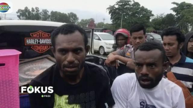 Dua warga Abepura sengaja datang ke Advent Doyo untuk menjarah barang korban banjir bandang Sentani, Papua.