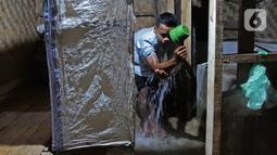 Aldi yang berganti nama muslim menjadi Hamid Bambang Kusomo (28) saat ditemui di pemukiman mualaf yang berbatasan dengan daerah adat Baduy. Beberapa waktu belakangan terdapat sejumlah warga suku Baduy yang keluar dari desa adat, dan menjadi pemeluk agama Islam. (Liputan6.com/Herman Zakharia)