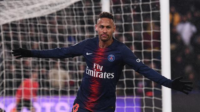 1. Neymar Jr – Neymar Sr memberikan pengaruh besar atas perkembangan karier anaknya. Transfer Neymar Jr dari Santos ke Barcelona tak terlepas dari peran sang ayah. (AFP/Anne-Christine Poujoulat)