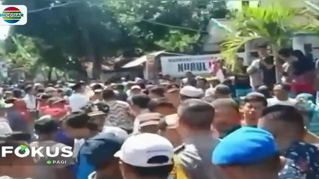 Evakuasi berjalan dramatis karena warga telah mengepung warga asing dan pegawai ESDM yang hendak melakukan survey penambangan emas blok Silo.
