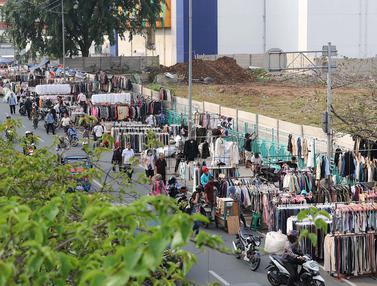 Bikin Kumuh, Pedagang Pakaian Bekas Kuasai Trotoar Senen