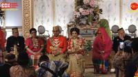 Akad nikah Danny Rukmana dan Raiyah mengusung adat Bugis-Makassar. [dok. screenshot Youtube Cendana TV]