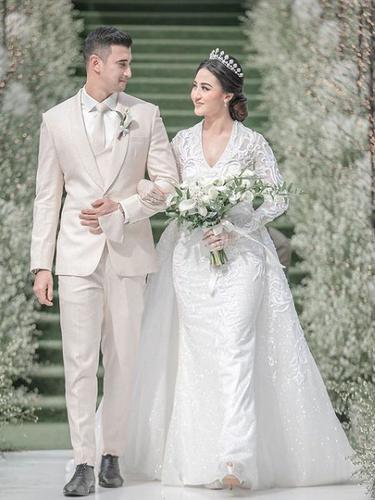 Ali Syakieb saat menikah mengenakan pakaian rancangan Rakesh Bhagwandas Daryanani