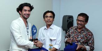 Belum lama ini, Reza Rahadian menyabet penghargaan bergensi di Asia Pasific Film Festival (APFF) ke-57. Acara yang berlangsung di Phom Penh, Kamboja, ia meraih dalam kategori Best Actor. (Deki Prayoga/Bintang.com)