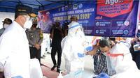 Menhub Budi Karya Sumadi meninjau dan mengecek penerapan protokol kesehatan sekaligus Random Check Rapid Antigen & GeNose di Terminal Kampung Rambutan pada Rabu, 23 Desember 2020. Dok Kemenhub