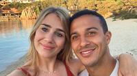 Istri gelandang Liverpool Thiago Alcantara, Julia Vigas. (foto: Instagram @juliavigas)
