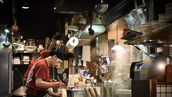 Sikap Karyawan Restoran di Jakarta Bikin Pengunjung Baper dan Tersanjung