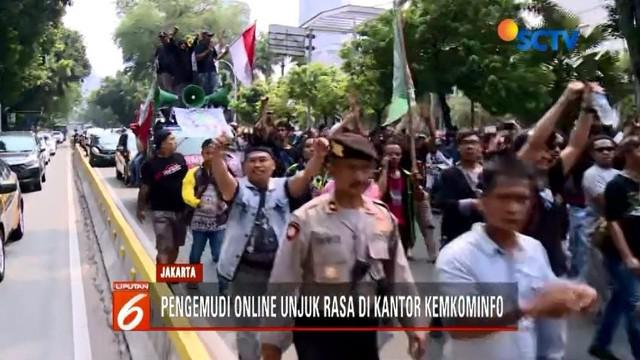 Sekitar 2 ribu pengemudi transportasi online berunjuk rasa di depan kantor Kemkominfo. Mereka memprotes kebijakan perusahaan yang dinilai berat sebelah.