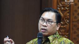 Dokter Londung Brisman memberikan paparan pada acara Round table discussion RS EMC di Jakarta, Kamis (21/3). Round table discussion RS EMC diadakan sebagai apresiasi pada para klien. (Liputan6.com/Herman Zakharia)